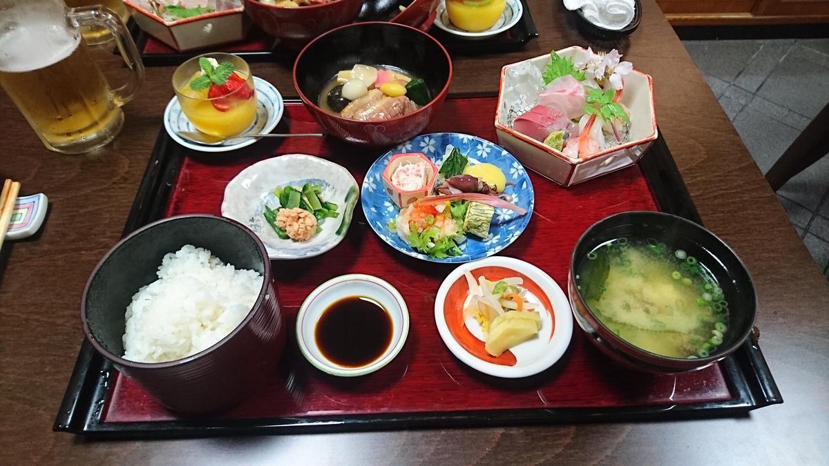 懐石 - kaiseki, sophisticated traditional Japanese cuisine brought in courses
