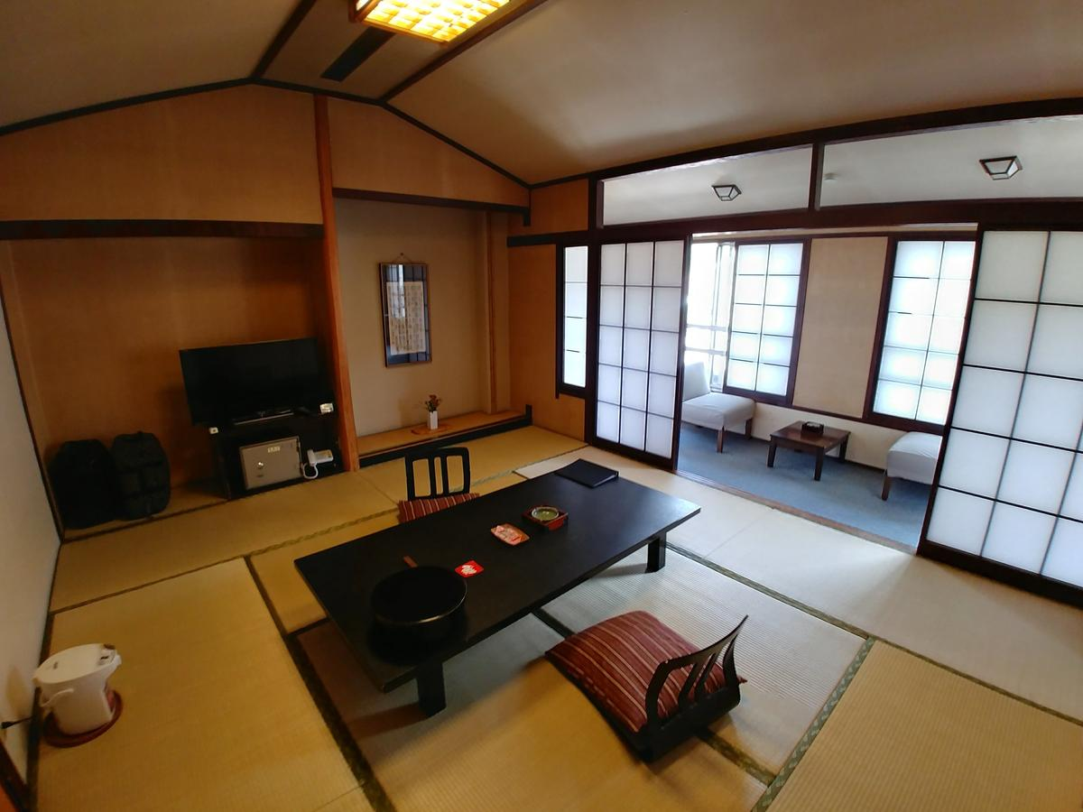 旅館 - ryokan, traditional inn, Japanese-style lodging, usu. professionally-run